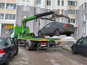 Смоленский юрист объяснил, что делать, если вашу машину эвакуировали из двора