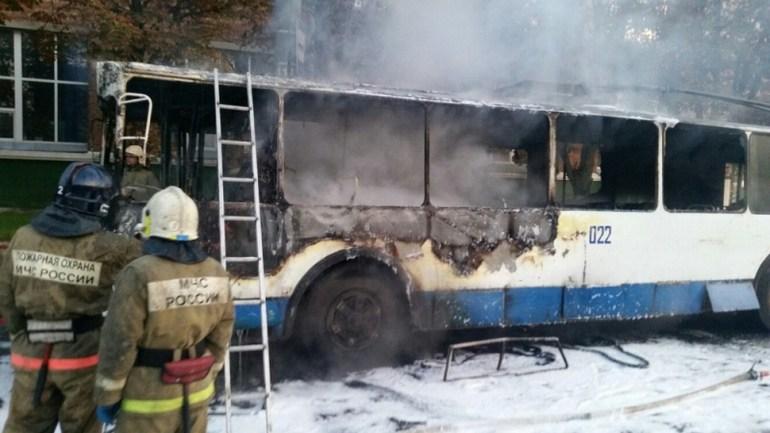 Троллейбус №1 загорелся в Смоленске на улице Шевченко