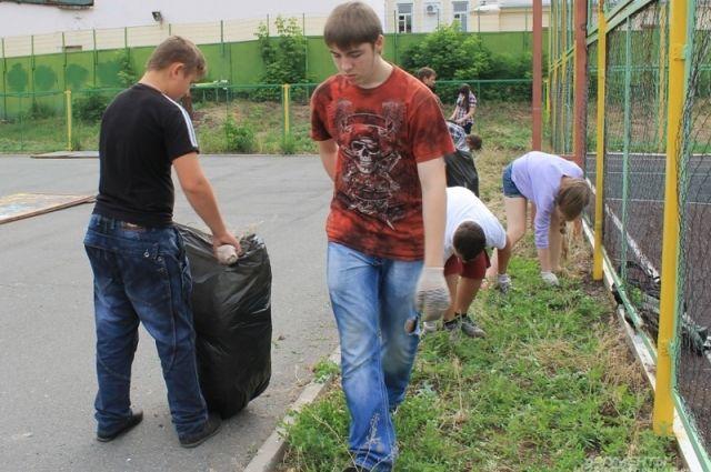 Более 2 тысяч смоленских подростков подрабатывали на каникулах