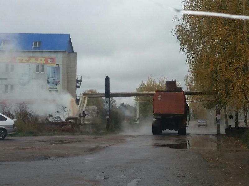 В Рославле водитель мусоровоза оставил жителей без горячей воды