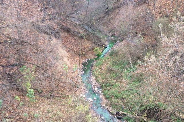 Воду в теплосетях Смоленска окрасили в зеленый цвет