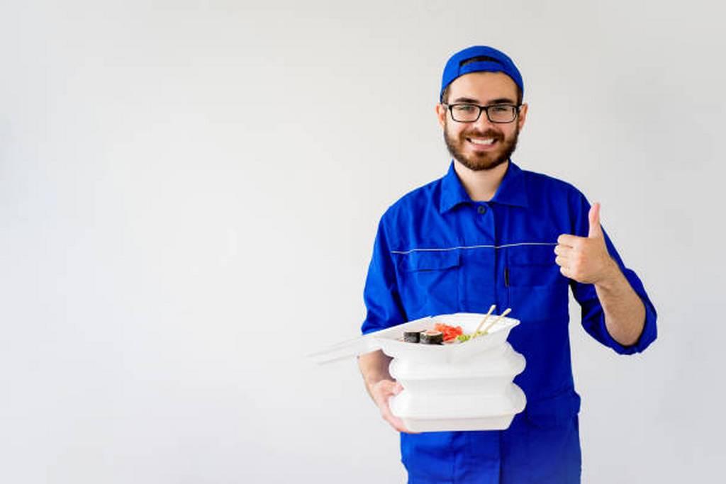 В Смоленске клиент «развел» доставщика суши на 5 тысяч рублей