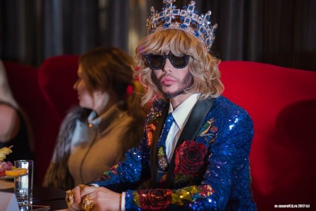 Звезда в печали: Сергею Звереву в Смоленске испортили костюм