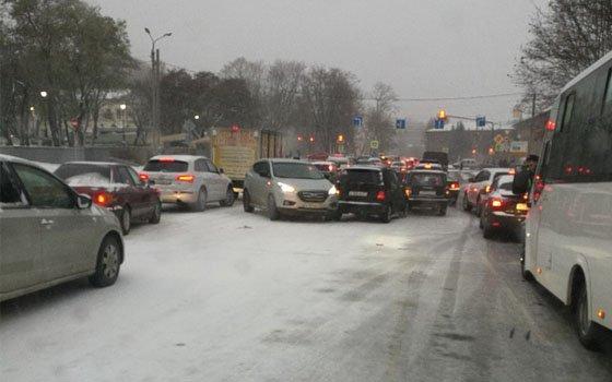 В связи с непогодой в Смоленске случилось 30 аварий на дороге