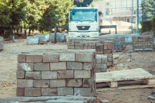 Сроки поджимают. Успешное завершение ремонта дворов в Смоленске под угрозой