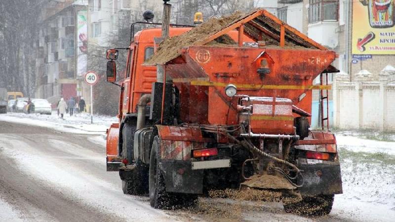 Сколько спецмашин и дворников убирают Смоленск от снега
