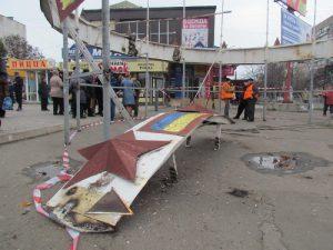 В Мариуполе со скандалом снесли памятник со Смоленском