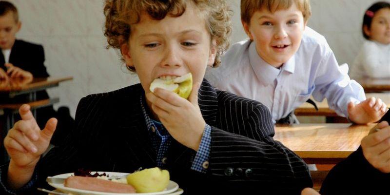 На питание смоленских школьников направят больше денег