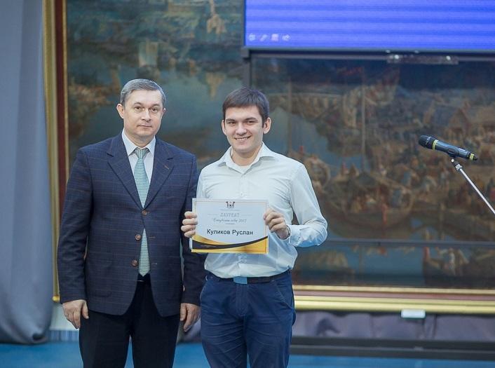 Глава Смоленска Владимир Соваренко наградил лучших студентов