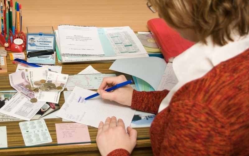 Глава Смоленска потребовал запретить поборы в школах и детских садах