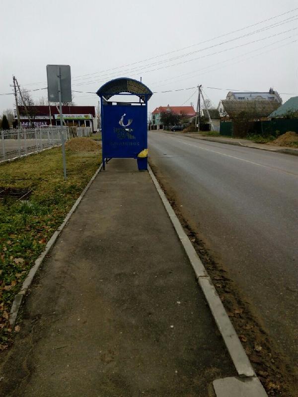 В Смоленске остановку установили прямо на тротуаре