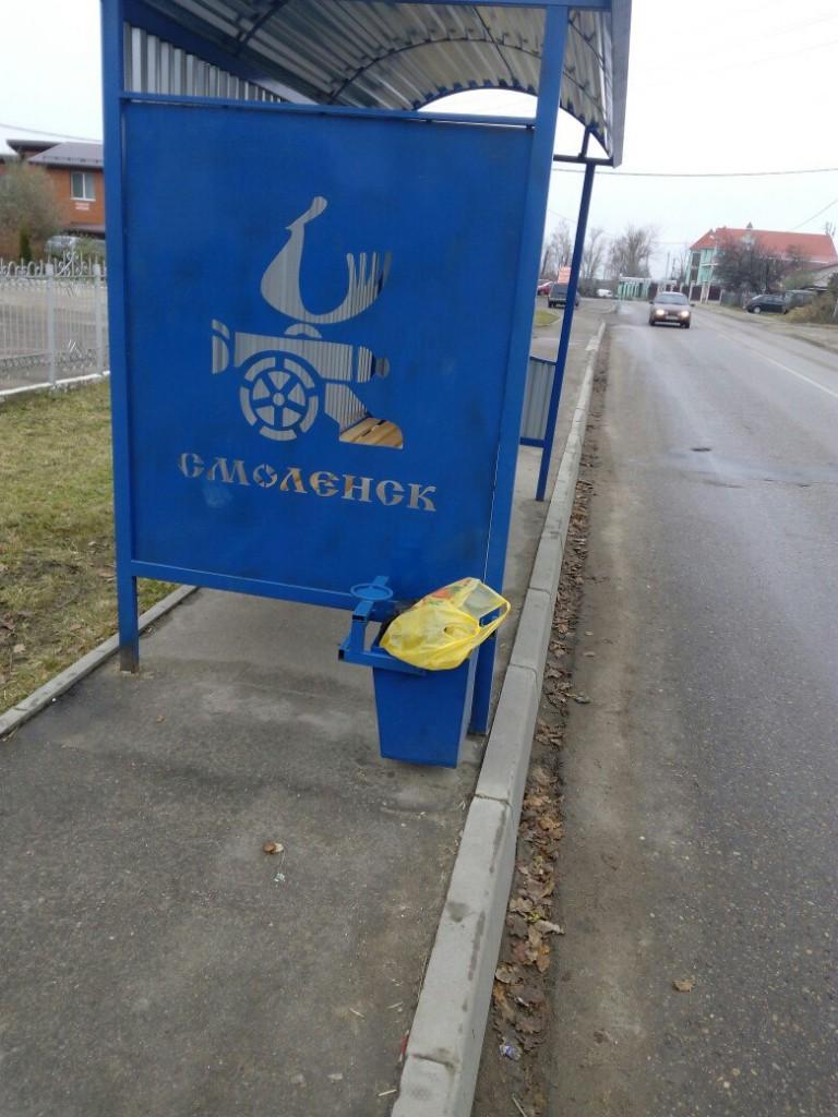 Жители Смоленска недовольны новыми антивандальными остановками
