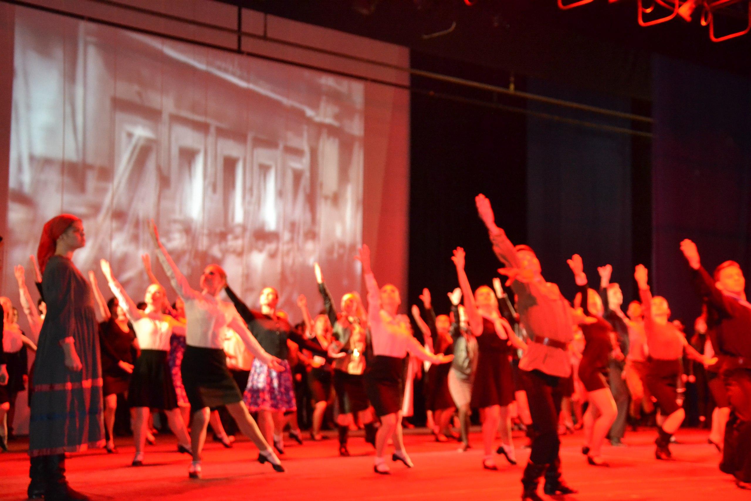 В Драмтеатре прошел концерт в честь 100-летия Октябрьской революции