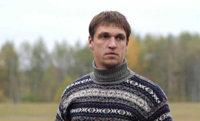 Актер из «Брата-2» подал в суд на авиакомпанию, которая хотела высадить его из самолета в Смоленске