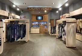 Свой бизнес: магазин брендовой одежды