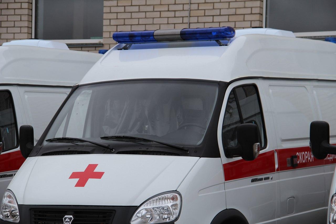 В Смоленске в результате наезда иномарки на стоящее авто пострадал ребенок