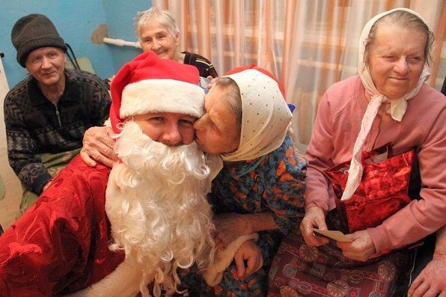 Одинокие смоленские пенсионеры получат продуктовые подарки
