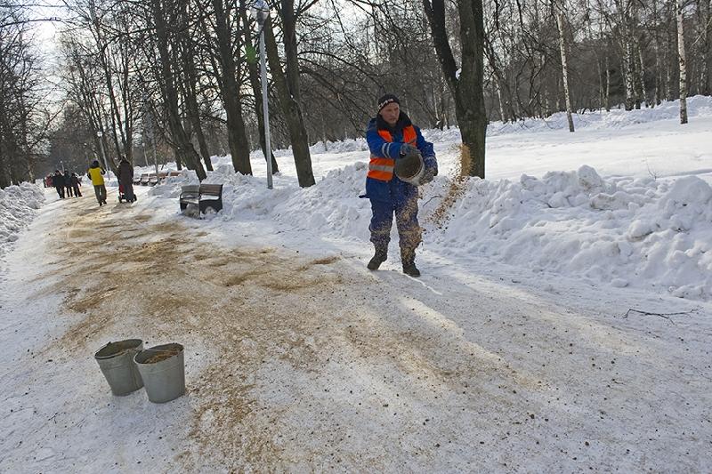 Смоленский «Жилищник» сообщил о запасах песка на зиму