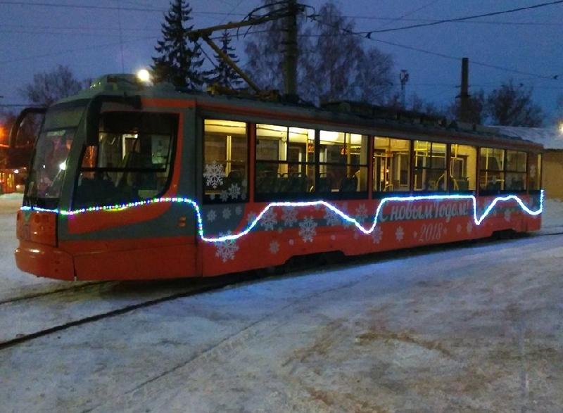 В Смоленске новогодний трамвай вышел на маршрут