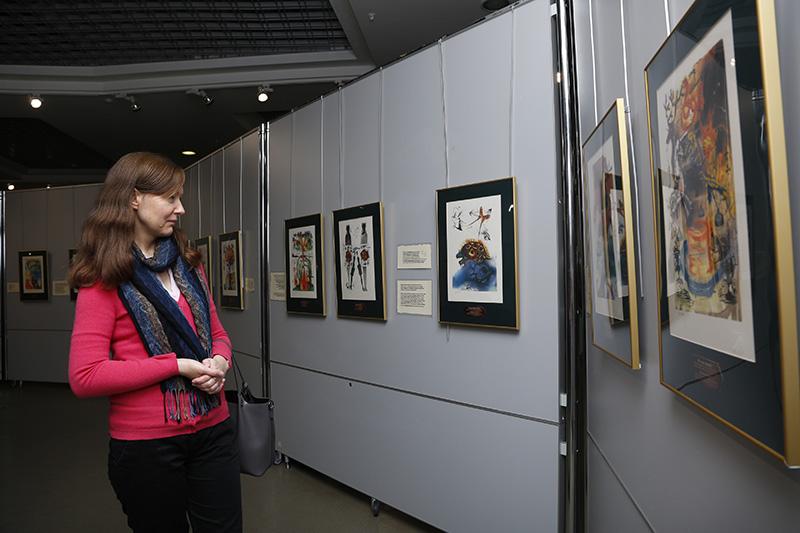 В Смоленске открылась выставка знаменитого художника-сюрреалиста Сальвадора Дали