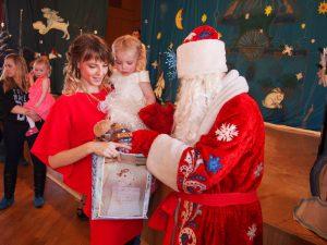 Сотрудники смоленского «МегаФона» исполнили желания детей из клуба «Крылья»
