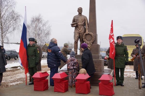 В Смоленском районе открыли памятник Воину-освободителю