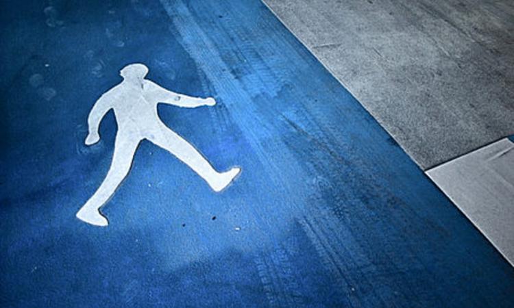 В Смоленской области устанавливают личность девушки, сбитой машиной