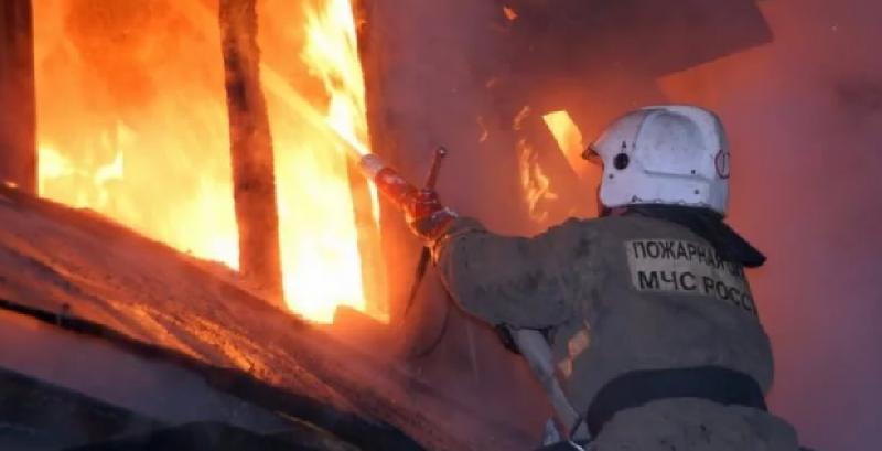 Губернатор Островский поручил оказать помощь детям, оставшимся без мамы из-за пожара