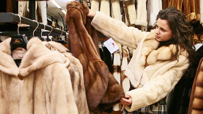 В Смоленской области продавали шубы вне закона