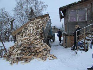 Около 500 нуждающихся смолян получат дрова