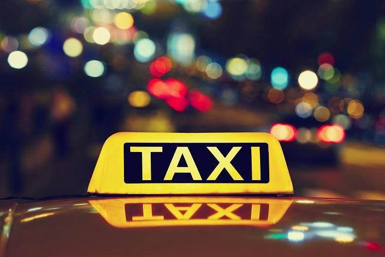 Смоляне могут пожаловаться на работу такси