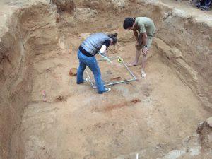 Археологи рассказали об исследовании древнего меча, найденного в Гнездове