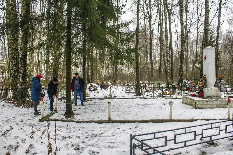 Прокуратура проверит захоронение в Смоленской области где пропали ограждение и табличка