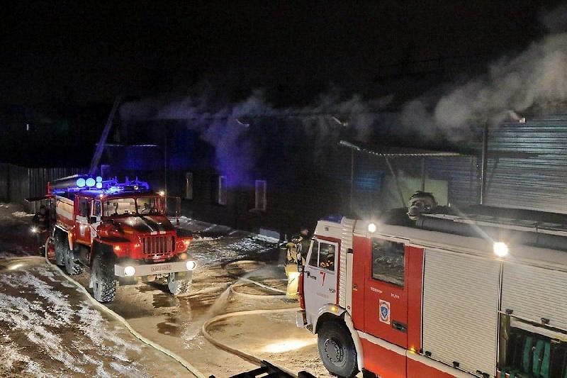 В Смоленске минувшей ночью сгорел крупный магазин