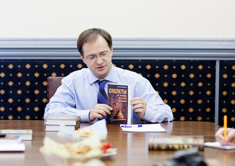 Владимир Мединский отдаст свой гонорар на восстановление Смоленской крепостной стены