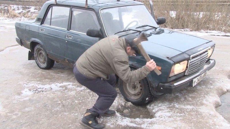 В Смоленской области жители райцентра требуют отремонтировать дороги