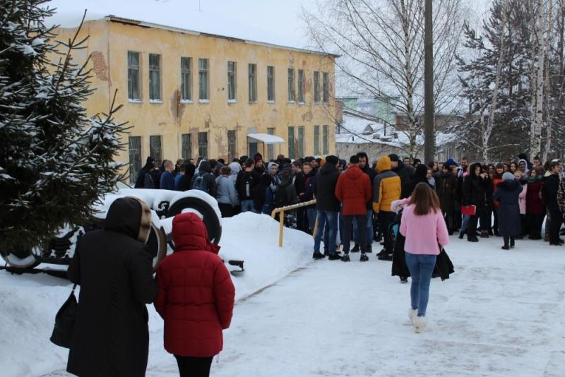 Из смоленского техникума эвакуировали учащихся и педагогов