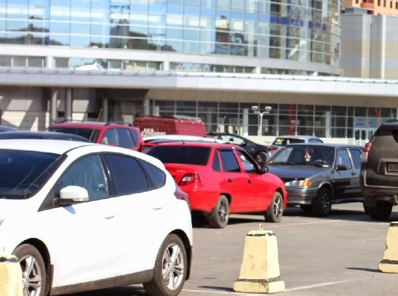 Смолян предупреждают о нехватке парковочных мест возле торгово-развлекательных центров