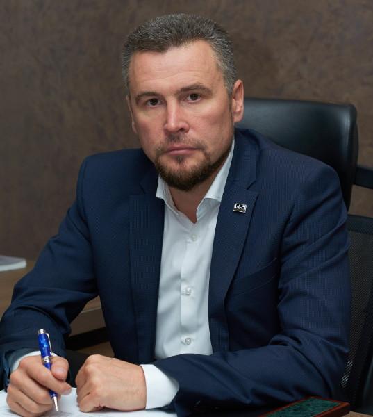 Уволился директор «Смоленскавтодора» Владислав Апаков