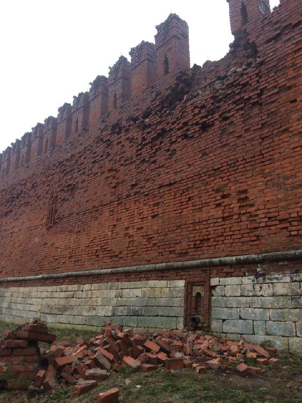 В РВИО прокомментировали ситуацию с обрушением зубца Смоленской крепостной стены