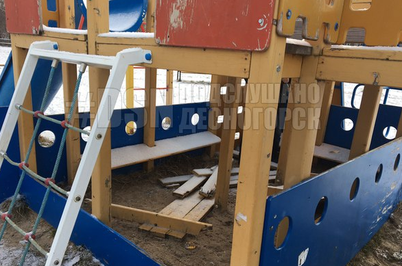 В Смоленской области вандалы разбомбили детскую площадку