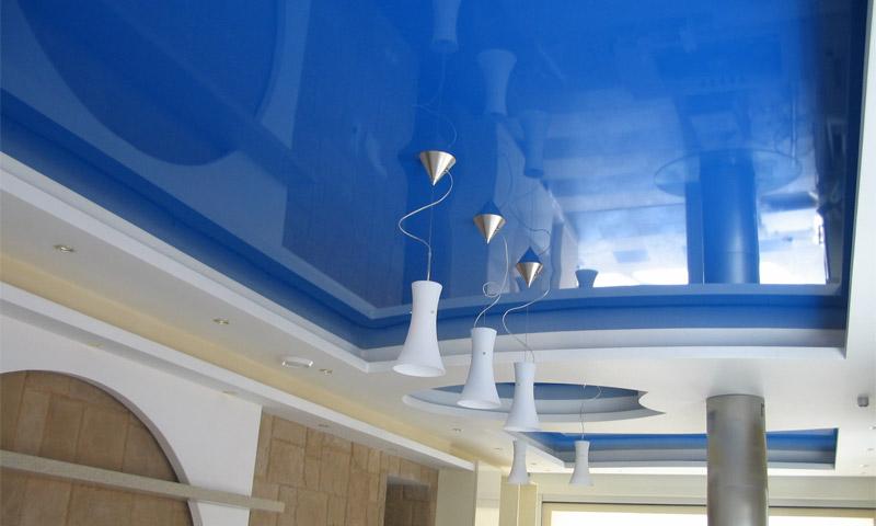 Особенности и преимущества натяжных потолков