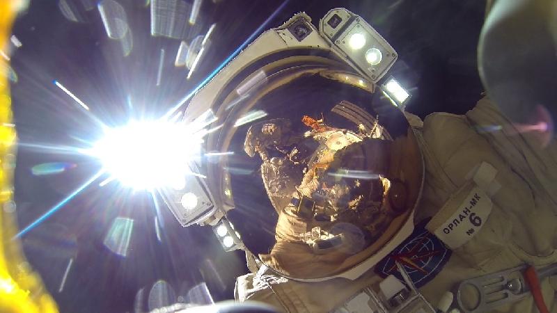 Смолянин выложил в соцсети видео своего выхода в открытый космос