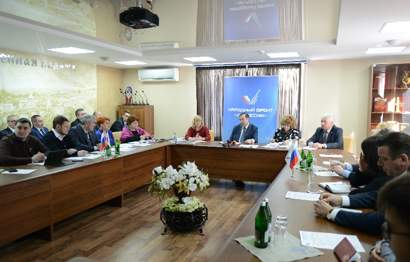 Алексей Островский провел рабочую встречу с активом смоленского отделения ОНФ