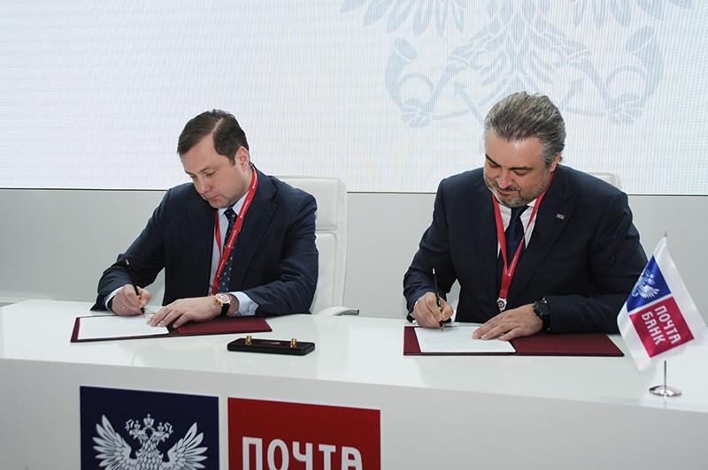 Губернатор Алексей Островский подписал соглашение о сотрудничестве в социально-экономической сфере с ПАО «Почта Банк»