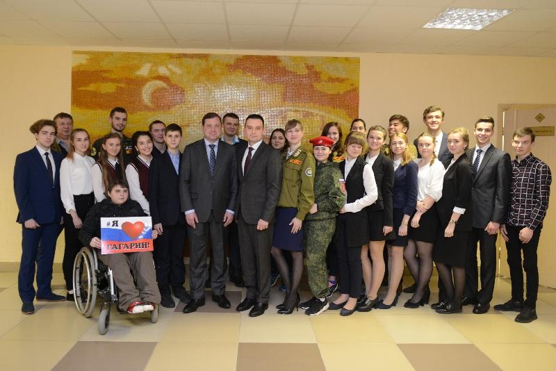 Губернатор Смоленского региона встретился с волонтерами