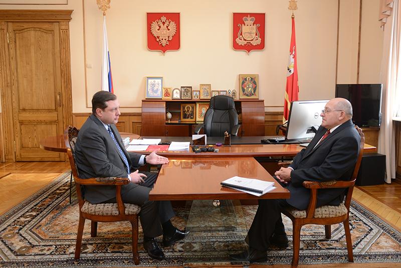 Губернатор Алексей Островский провел рабочую встречу с уполномоченным по правам человека