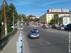 В Смоленске трамвайные рельсы оградят столбиками