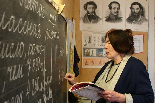 В Смоленской области разрабатывается законопроект, предусматривающий предоставление мер социальной поддержки педагогам
