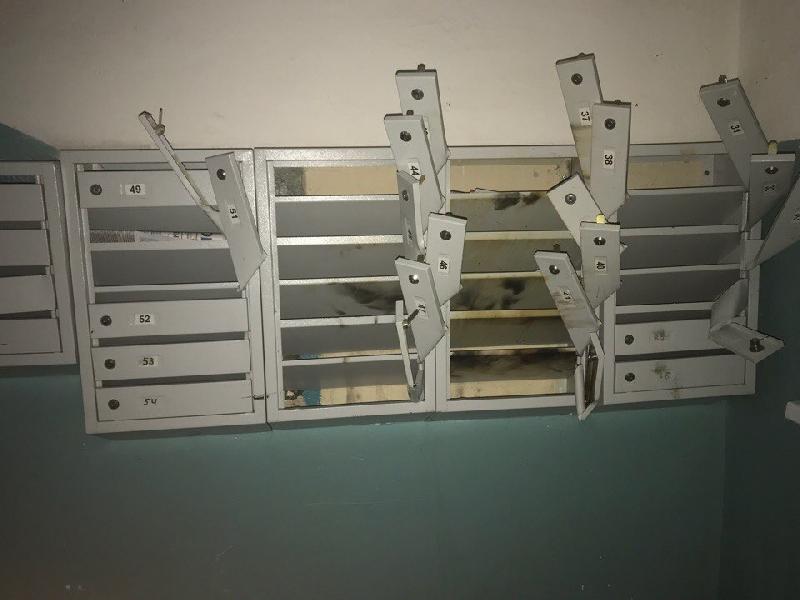 В Смоленске вандалы разгромили почтовые ящики